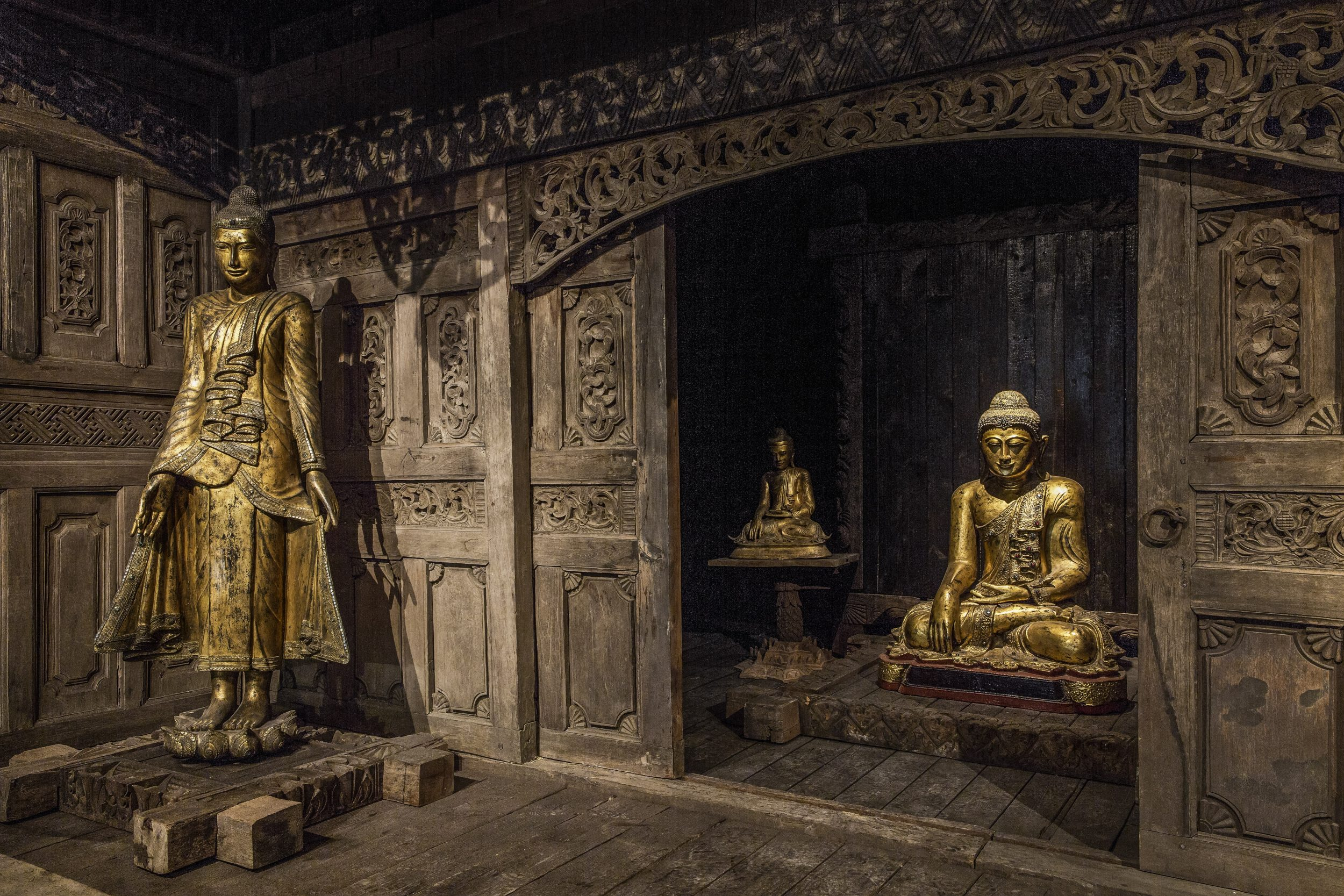 Tempel Java schräg